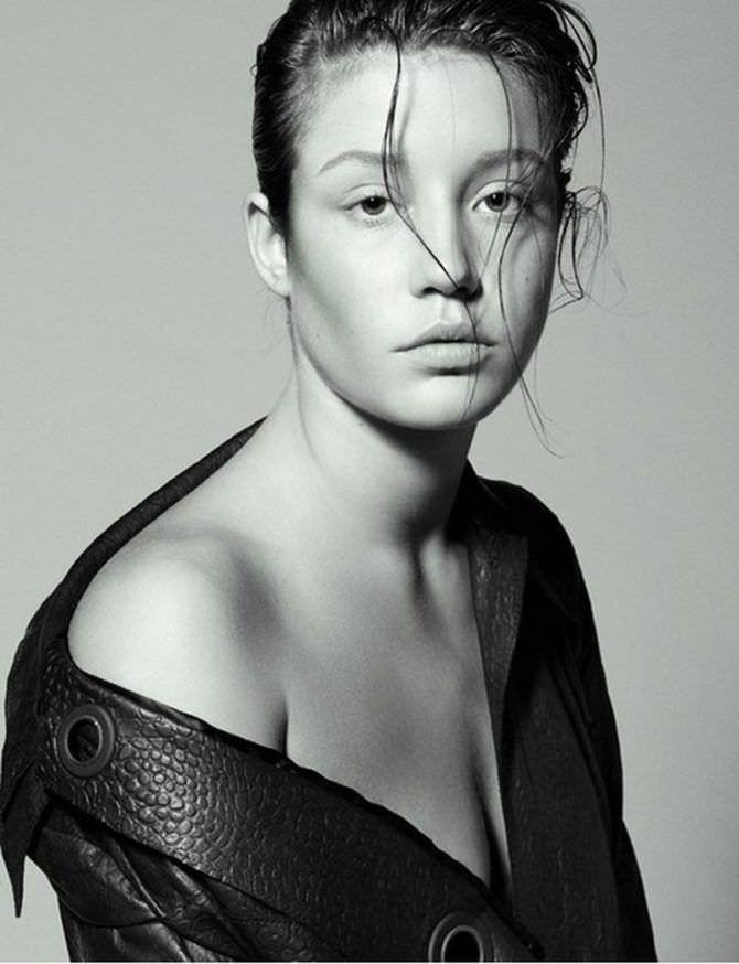 Адель Экзаркопулос красивое чёрно-белое фото