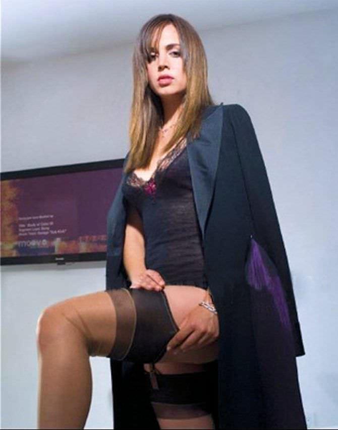 Элиза Душку фотография в чёрном пиджаке