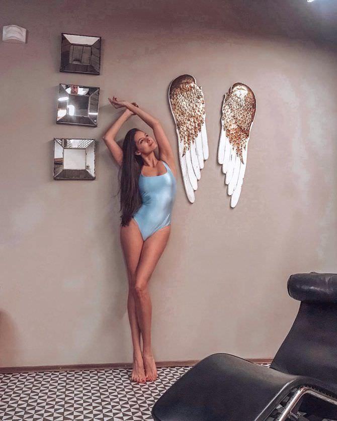Татьяна Высоцкая фотография в голубом купальнике