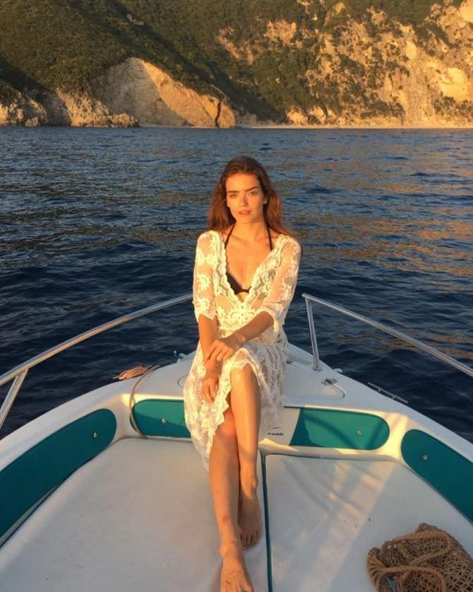 Мария Дмитриева фото в кружевном платье