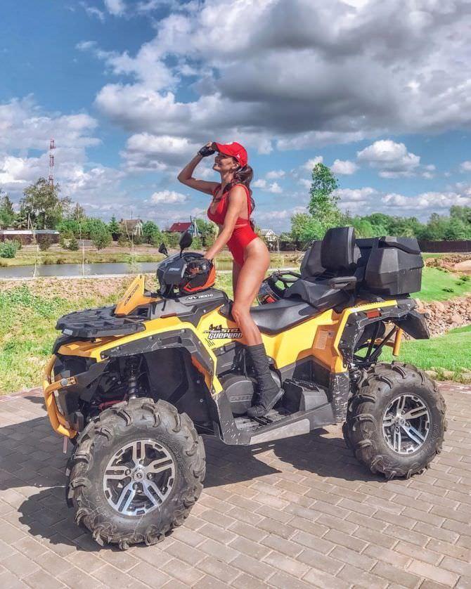 Татьяна Высоцкая фото в купальнике на квадроцикле