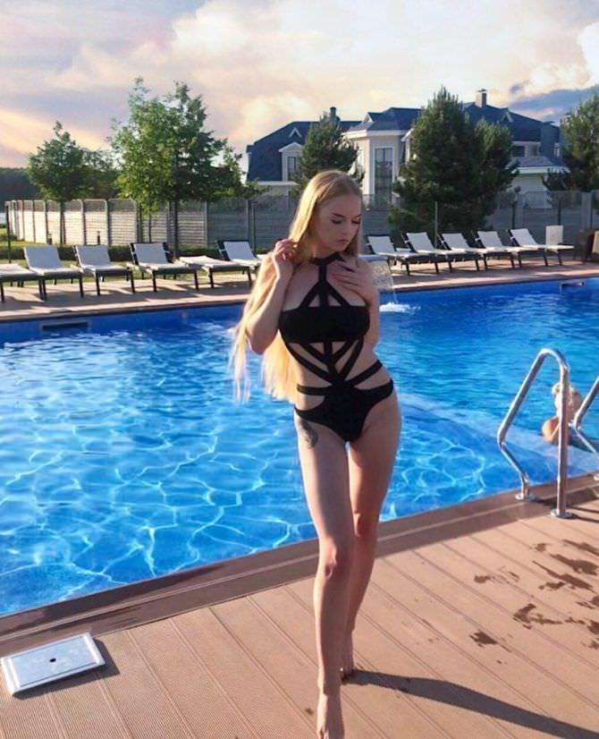 Оксана Невеселая фото в купальнике в инстаграм