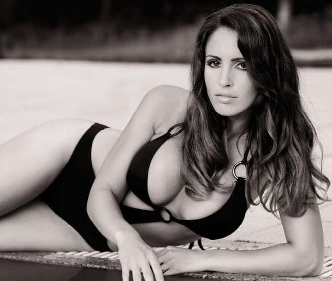 Люсия Яворчекова фотография в купальнике с кольцами