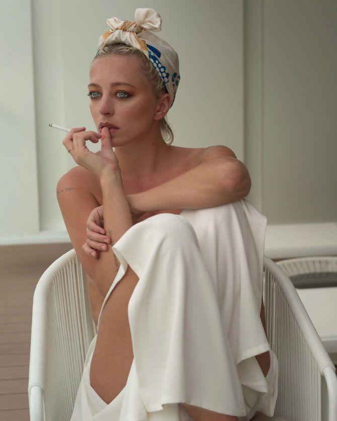 Кэролин Врилэнд фото с повязкой