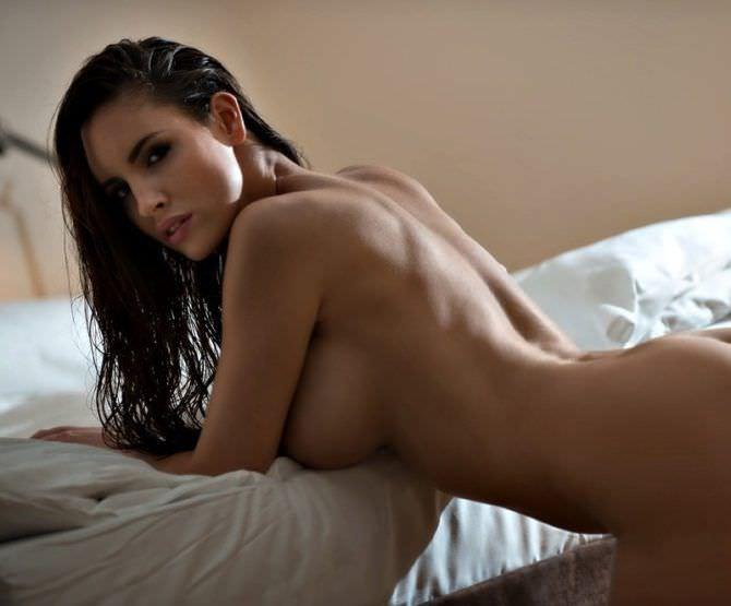 Люсия Яворчекова фото на краю кровати