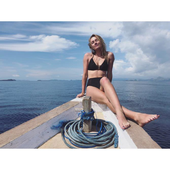 Иева Андреевайте фото в бикини на лодке