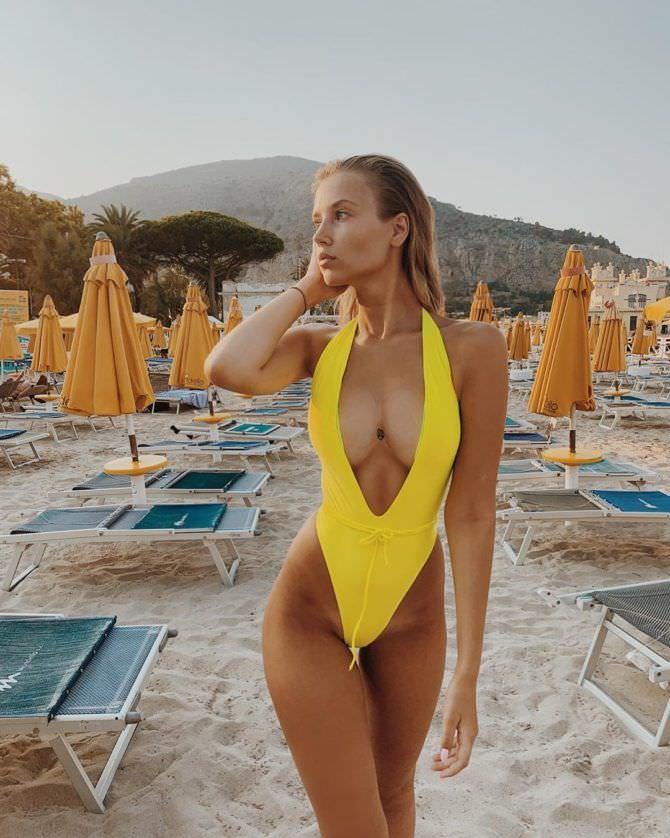 Полина Малиновская фото в купальнике в инстаграм