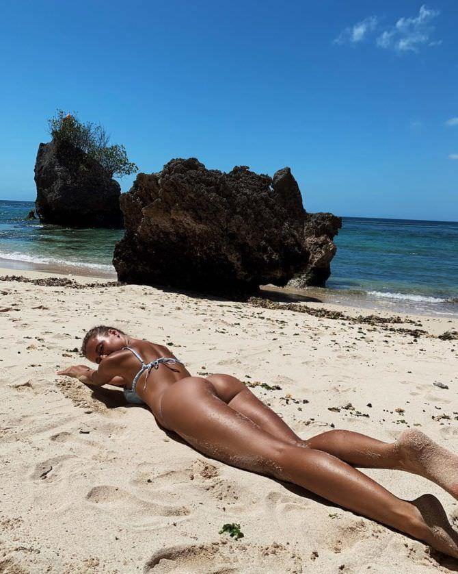 Полина Малиновская фото на пляже в инстаграм