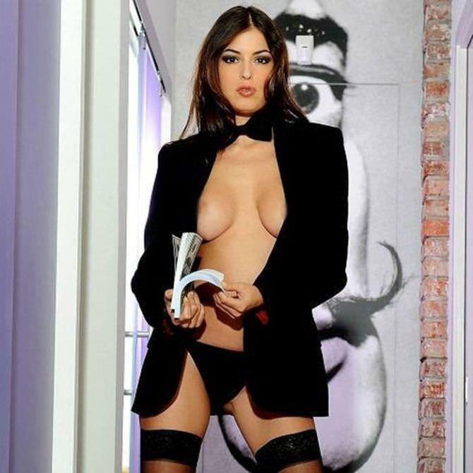 Сара Томмази фотография из журнала в пиджаке
