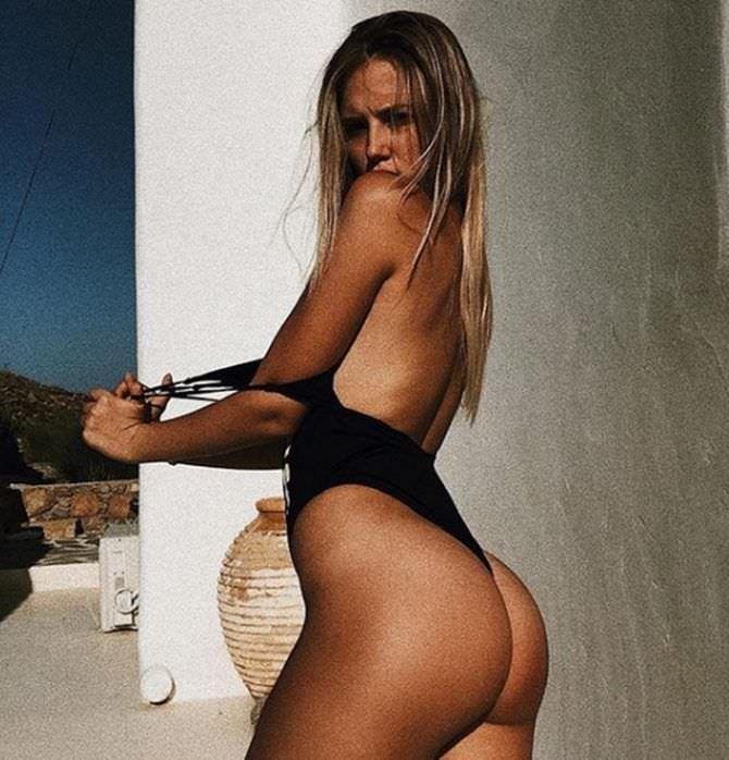 Полина Малиновская фотография в чёрном купальнике