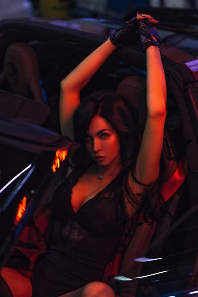Анастасия Тукмачева фото в нижнем белье с автомобилем