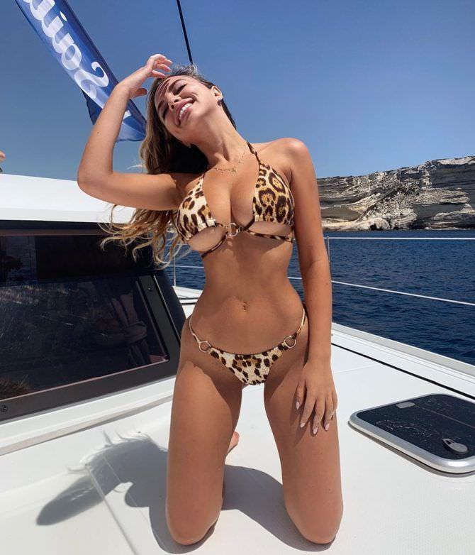 Вероника Белик фотография в откровенном бикини