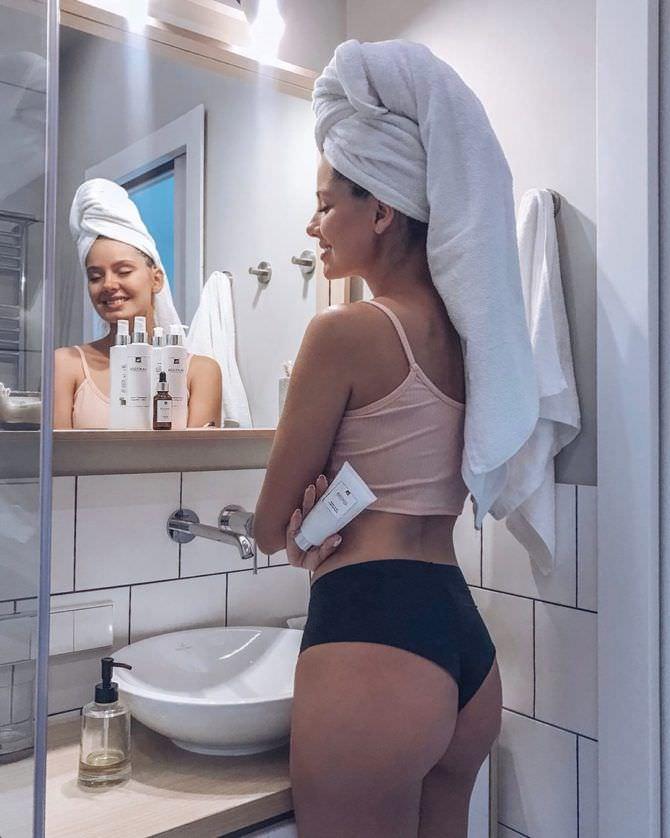 Татьяна Высоцкая фото в ванной в нижнем белье