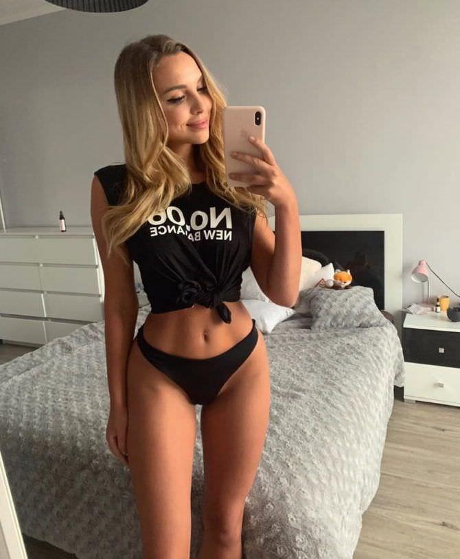 Вероника Белик фото в чёрной футболке