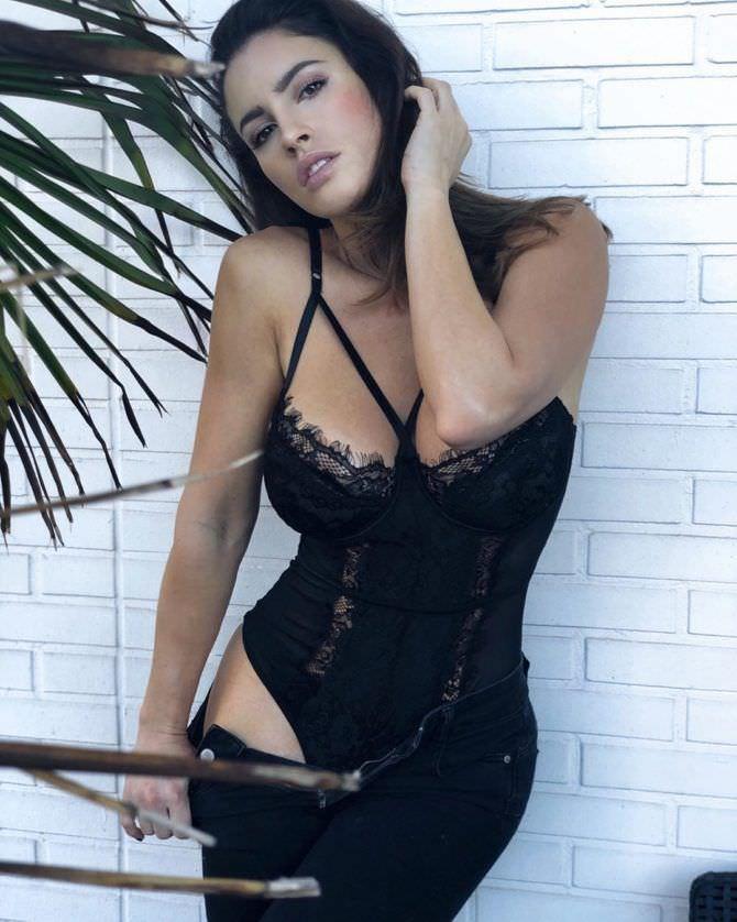Люсия Яворчекова фото в красивом чёрном боди