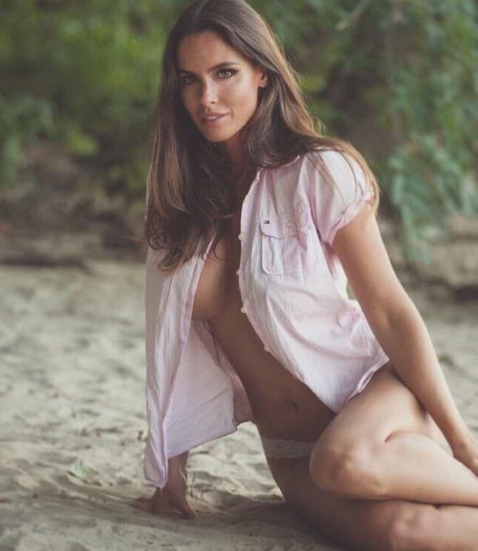 Люсия Яворчекова фото в светлой блузке