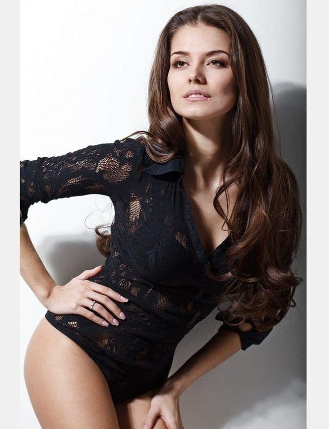 Татьяна Высоцкая фотосессия в чёрном боди