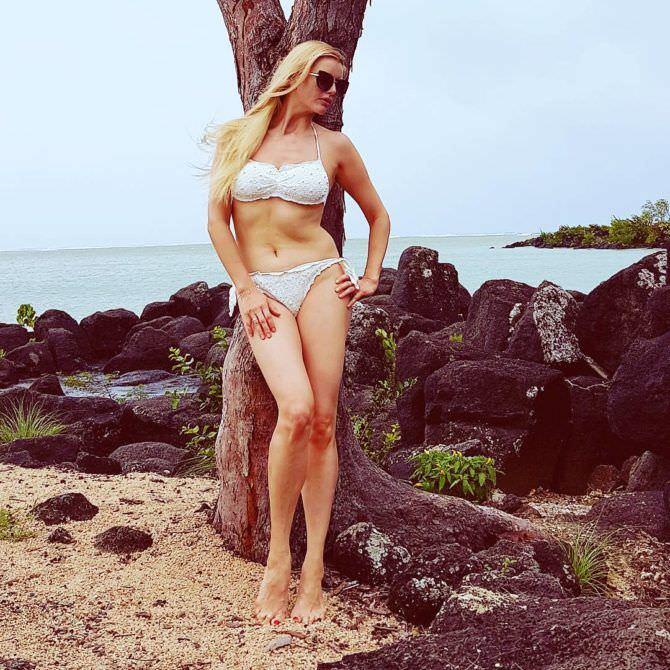 Анна Чурина фотов белом бикини в инстаграм