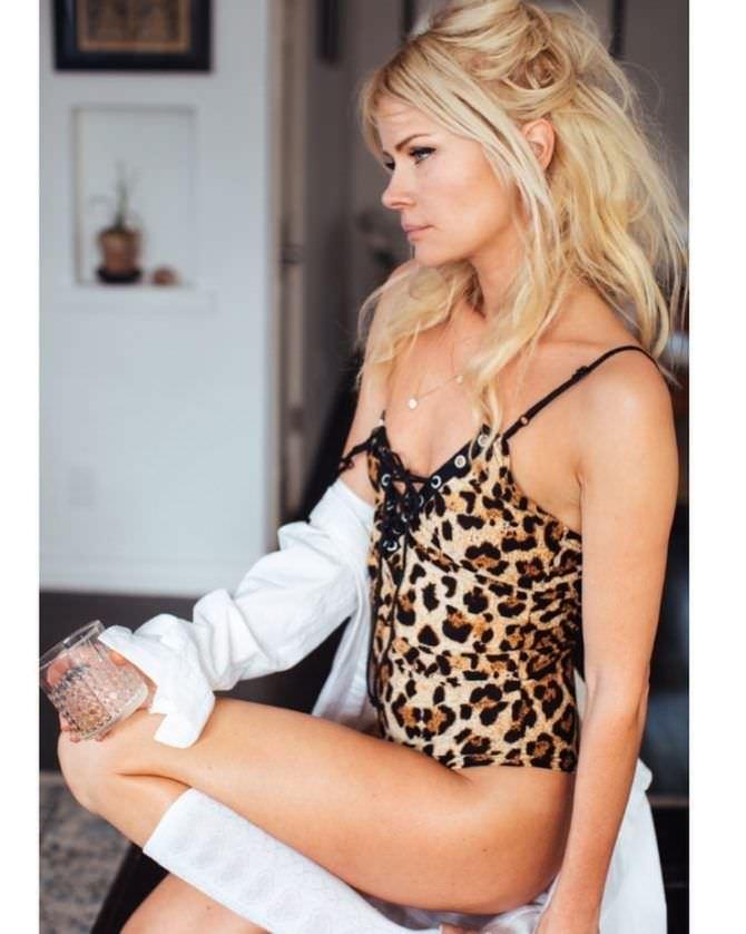 Анита Брием фото в леопардовом белье
