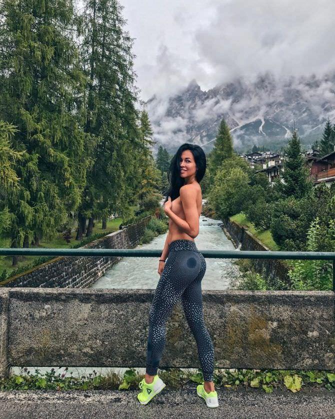 Анастасия Тукмачева фотография в горах из инстаграм