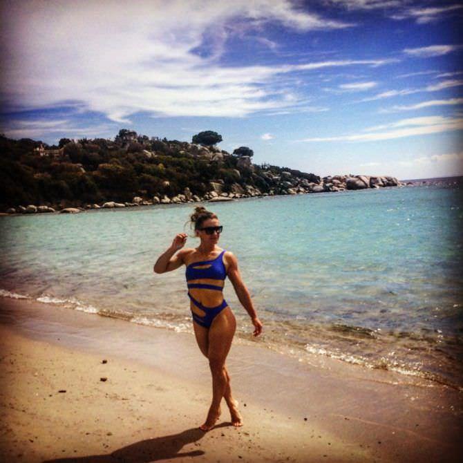 Александра Албу фото на пляже в инстаграм