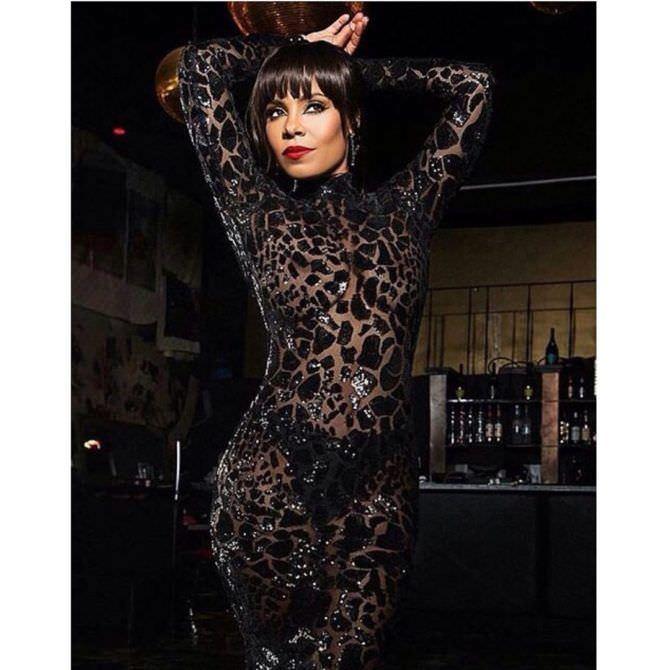 Санаа Лэтэн фотография в прозрачном платье