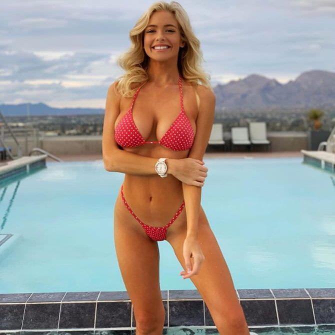 Ханна Палмер фото в бикини у бассейна