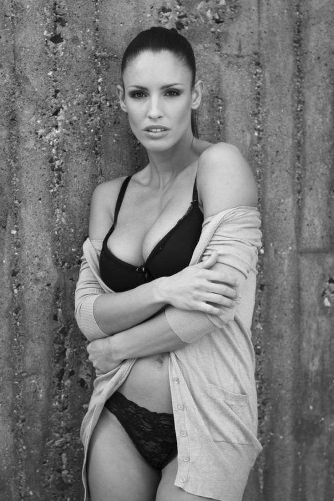 Люсия Яворчекова фото в белье и кофте