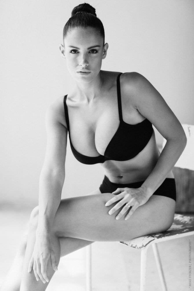 Люсия Яворчекова чёрно-белое фото в чёрном белье