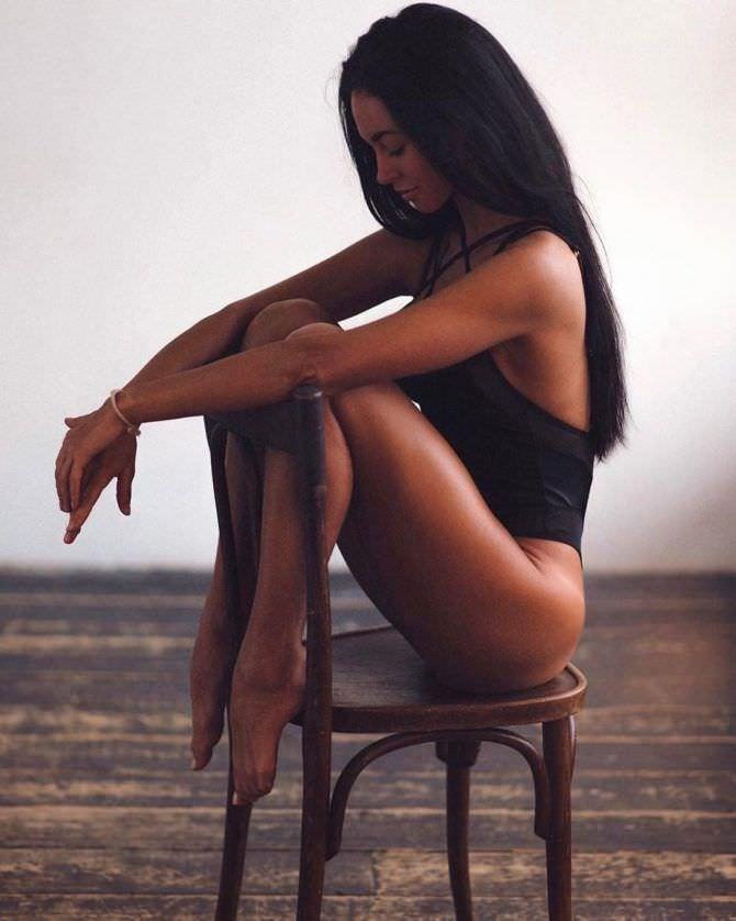 Анастасия Тукмачева фото на стуле в инстаграм