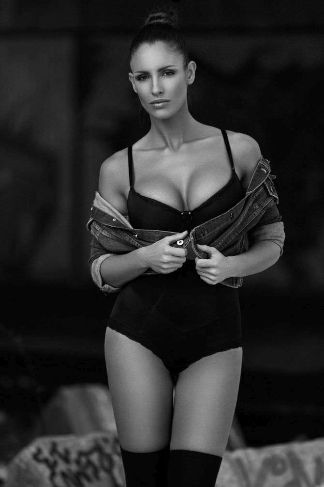 Люсия Яворчекова фото в нижнемб елье и джинсовке