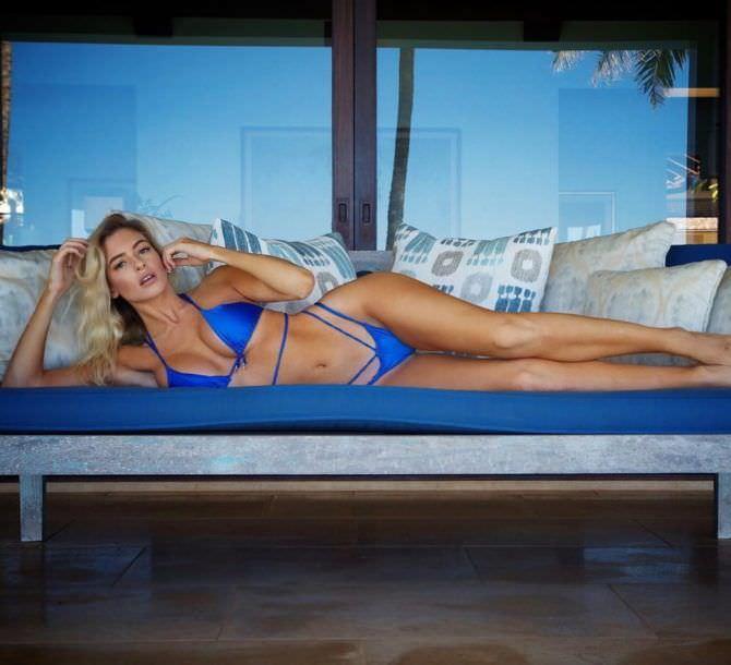 Ханна Палмер фотосессия в синем бикини
