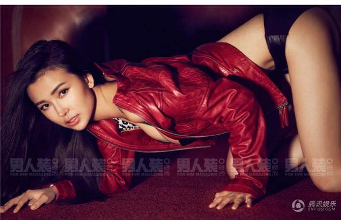 Яо Синтун фотография в красной куртке