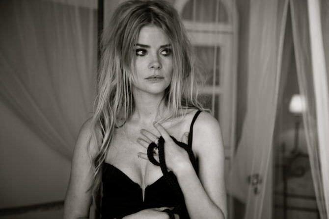 Анита Брием фото в чёрном платье
