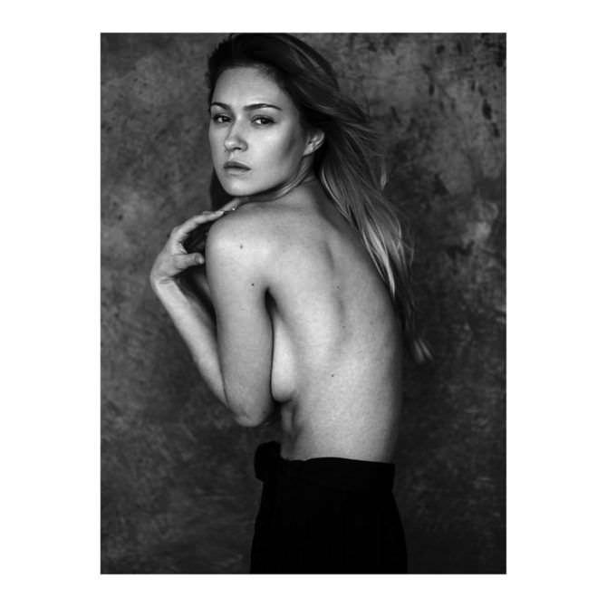 Иева Андреевайте чёрно-белое откровенное фото