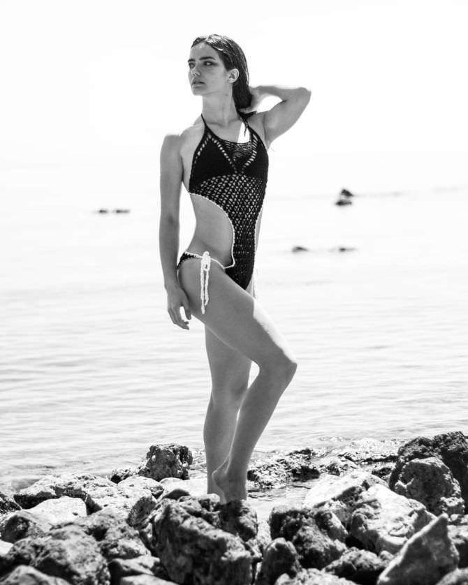 Мария Дмитриева чёрно-белое фото в инстаграм