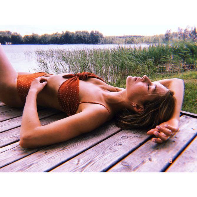 Иева Андреевайте фото в красном бикини
