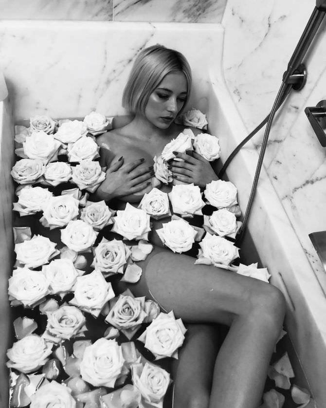 Кэролин Врилэнд фото с розами
