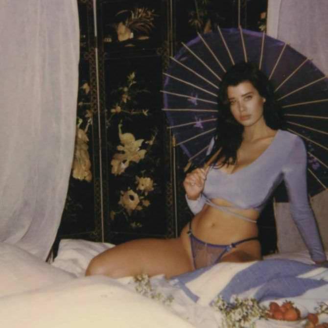 Сара Макдэниэл фото с китайским зонтиком