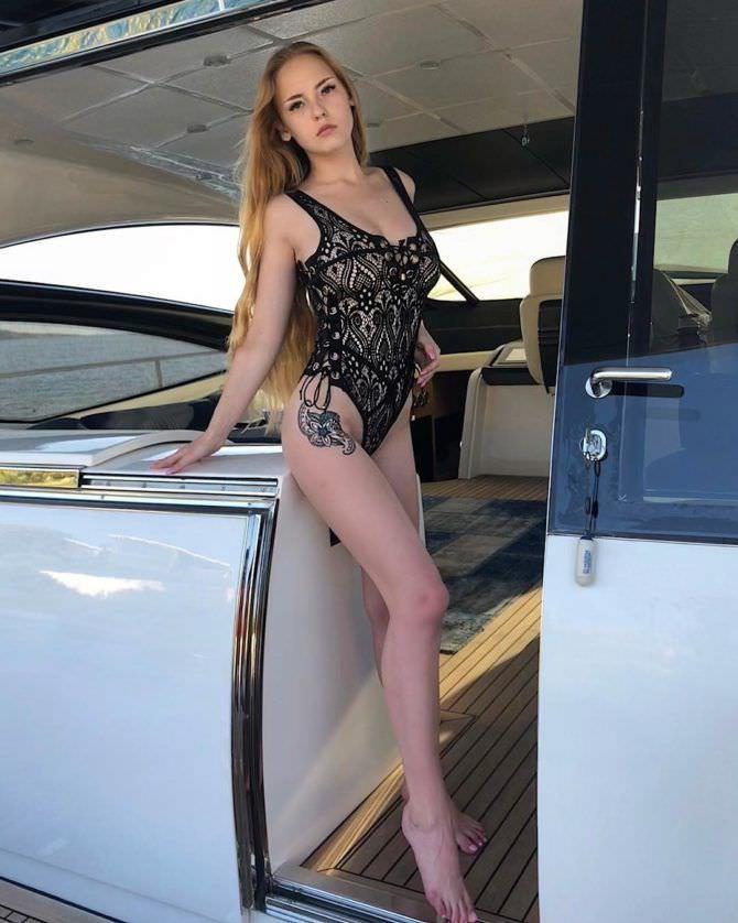 Оксана Невеселая фотография в купальнике в инстаграм
