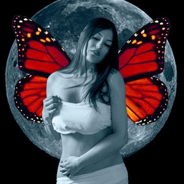 Сара Томмази фото с крыльями