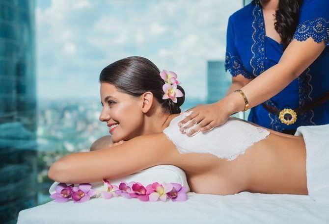 Татьяна Высоцкая фото в цветах на массаже