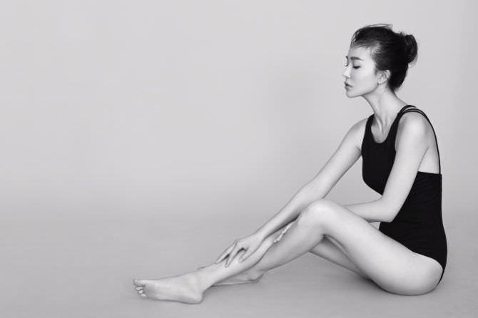 Яо Синтун фото в чёрном куплаьнике