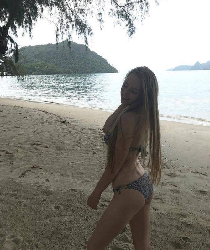Оксана Невеселая фотография на пляже в купальнике