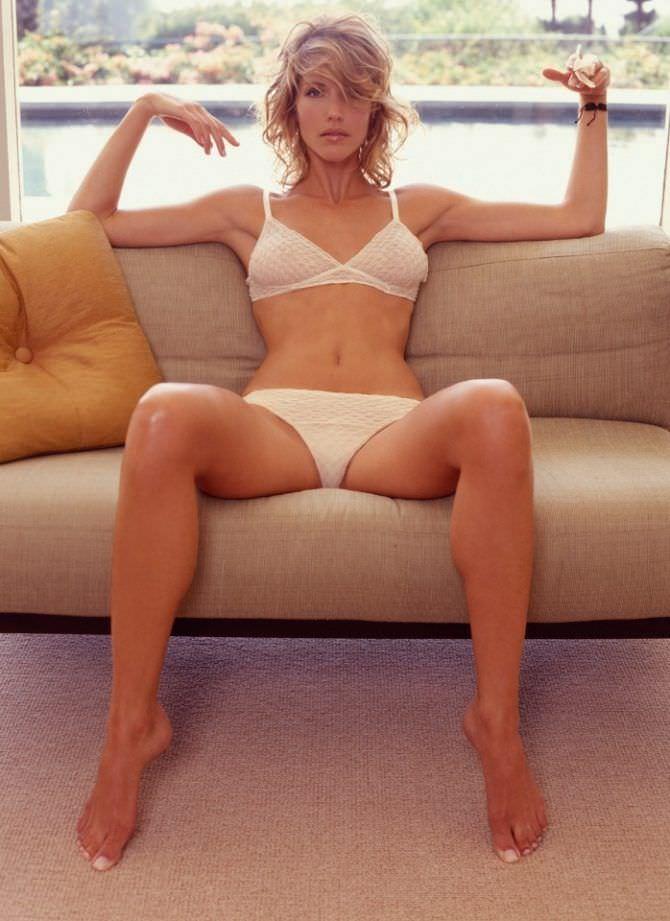 Триша Хелфер фотов белом белье в журнале