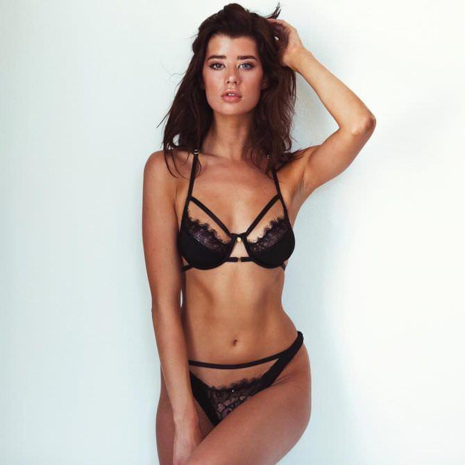 Сара Макдэниэл фотография в комплекте чёрного белья