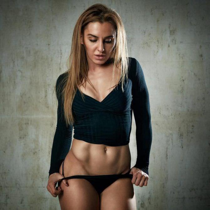 Александра Албу фото в чёрных плавках