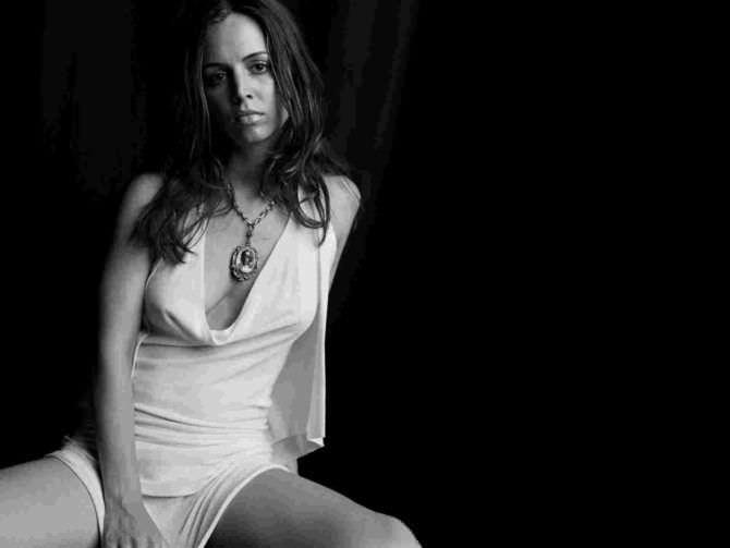 Элиза Душку фотография в белом платье