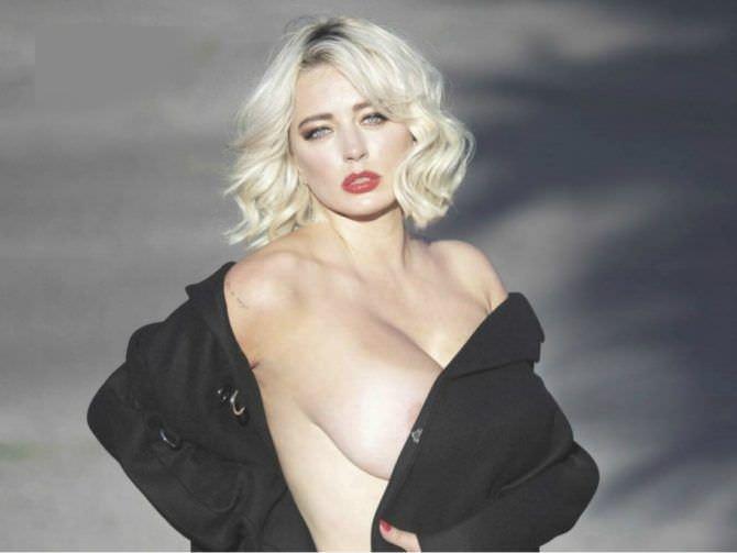 Кэролин Врилэнд фотов чёрном пальто