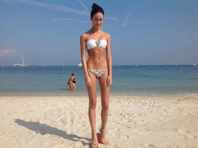 Анастасия Тукмачева фото на пляже в бикини